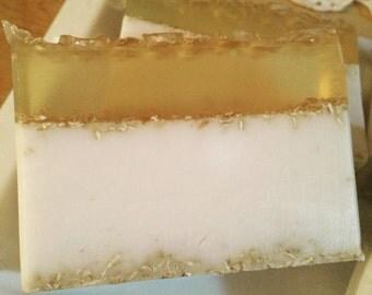 Honeycomb and Oats Goatsmilk soap
