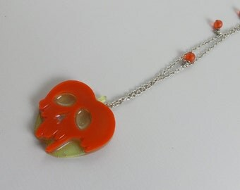 """Resin necklace with """"Poison Apple"""" small"""