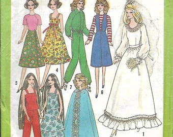 Simplicity #8281 1977 uncut sewing pattern for Barbie and other 11 inch fashion dolls