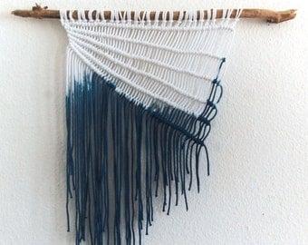 Moderne minimalistische Dip Farbstoff Indigo Makramee Wandbehang | Wandbehang | Strand
