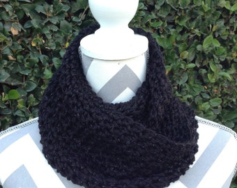 Infinity Scarf / Crochet Infinity Scarf / Cowl Scarf / Black Infinity Crochet Scarf / Neck Warmer / Circular Scarf / Crochet Accessories