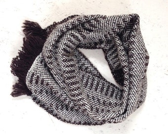 Scarf, wool and cotton. ± 170 x 29 cm. Brown and white.
