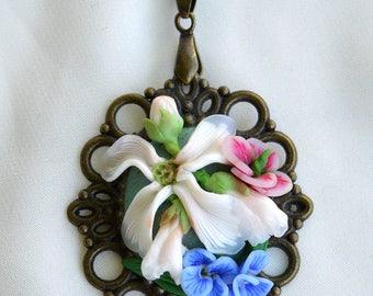 Vintaage pedant/Spring flowers/Romantic medallion/Hand made/Sculptures/Miniature artwork/Elegant flowers