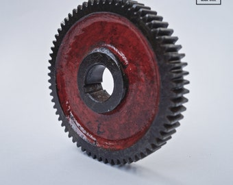 Dark Vintage Red Industrial Gear Table Décor