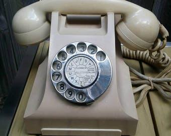 Vintage Ivory Bakelite Telephone/SI/404 E60 with Original Plug