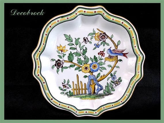 assiette murale ancienne en faience de nevers france sign e a. Black Bedroom Furniture Sets. Home Design Ideas