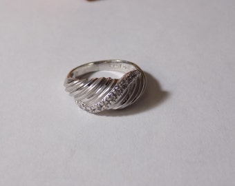 Beautiful sterling silver ring size 5.25