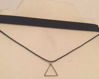 Black triangle choker