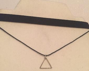Black triangle choker