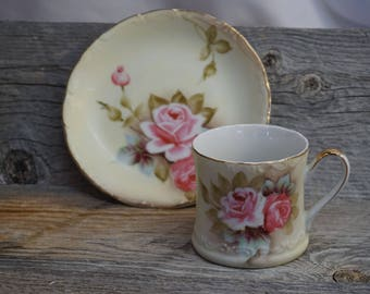 Vintage Tea Cup / Gold Trim ~ Global Art ~ Tea Cup and Saucer ~ Made in Japan / Hand Painted