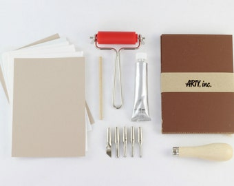 Lino Cut starter kit for printmaking. Includes tools, ink, lino, ink plate and brayer. 28 pieces
