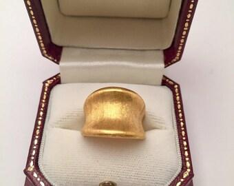 22k Gold ring. Brushed gold tapering ring. Sz 5 3/4, 12.4g