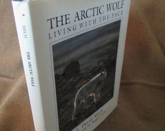 1988 ** The Arctic Wolf Living with the Pack ** L. David Mech **sj