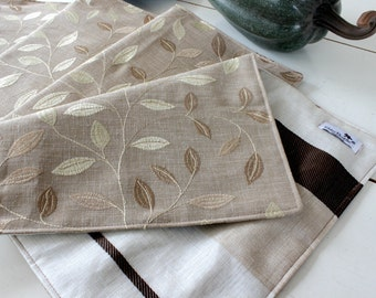 Golden embroidered leaves placemats, set of 4. Table decor. Party table. Modern table linen. Washable. Hostess gift.