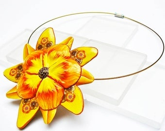 Collar short yellow flower in polymer clay