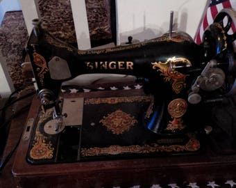 1929 Portable Singer Sewing Machine 128-13 with Bentwood Case