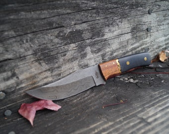 Custom Handmade Fixed Blade Damascus Hunting Knife (Walnut wood Handle)