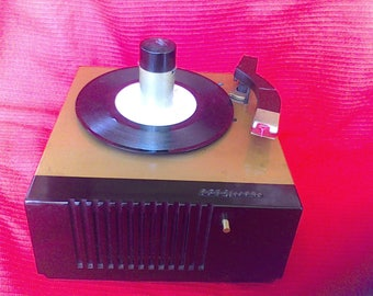 Vintage Record Player, RCA  Victor,45EY, 1950's , Mid Century. 45 RPM Record Player, Bakelite Case