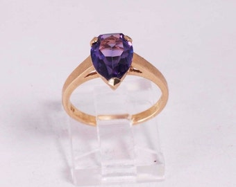 14K Yellow Gold Pear Shaped Amethyst Ring, 2.5 grams, size 6