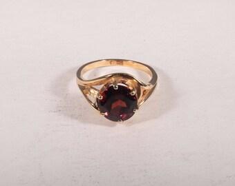 14K Yellow Gold Garnet Ring, 4.4 grams, size 6