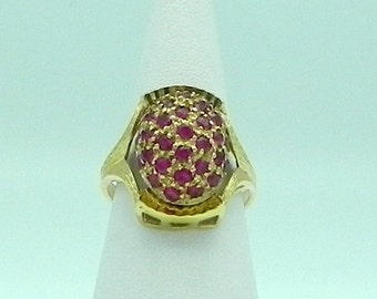 Beautiful Antique Cabochon Ring in 18k Gold and 32 Rubies