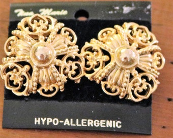 Vintage Gold Tone Clip-On Stud Earrings