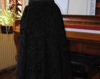Black skirt taffeta and velvet