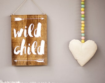 Upcycling wooden shield: wild child (white)