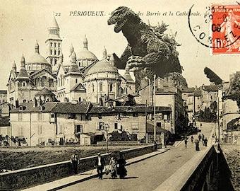 Carte postale de Godzilla qui s'attaque à la cathedrale Saint-Front