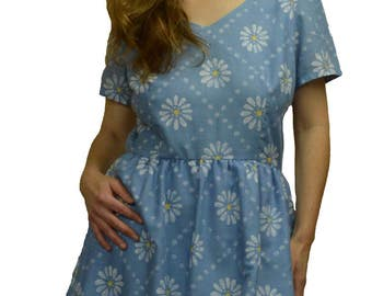 Size 14 Vintage style blue and white ladies dress