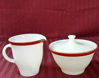 Vintage pyrex sugar and creamer set.