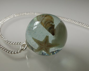 Pendants in ball form with silver leaf, starfish and shells
