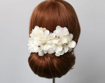 Ivory Silk Flower Blossom Hair Comb, Bridal Hair Comb, Wedding Headpiece, Floral Hair Comb, Bridal Headpiece, Flower Comb, Bridal Headband