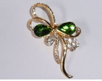 Lovely Floral Design Brooch. Green stones and rhinestones. Gold plated