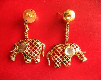 Pair of gold earring to Elephant pendant