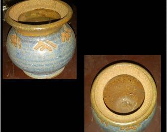 Small vtg handmade pottery jar