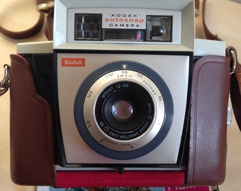 Vintage Kodak autosnap 127 film camera in case./Made in England by Kodak limited London