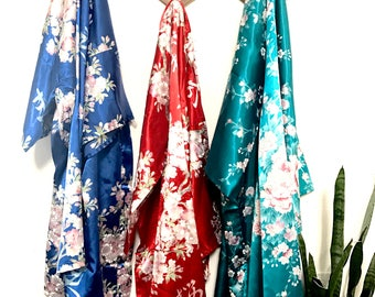 Japanese kimono robes/kimonos/poolside style/swimsuit cover/summer fashion/beach style/fashion trends/short robes/womens robes/bridal robe/
