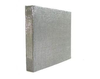Silver shiny longstitch handbound notebook, illustration sketchbook, square format (15x15 cm, 6x6 inch) quaderno per illustrazione e disegno