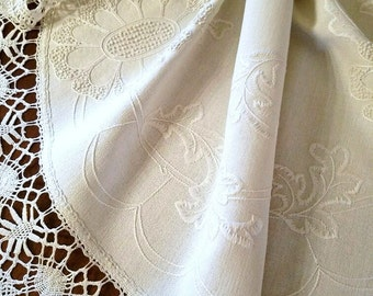 Hand Made Lace – Hand Embroidered Linen Cloth – Excellent Vintage Condition