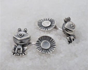 Cufflinks in oxidized silver, frog water lily.