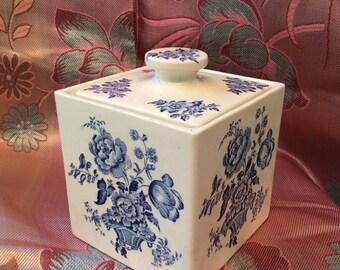 Crown Devon Fieldings Floral Lidded Box.