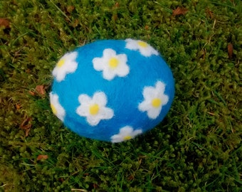 Felted Daisy pebble
