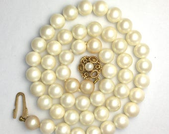 Vintage Single Strand Pearl Necklace with 9CT Gold Clasp 15""