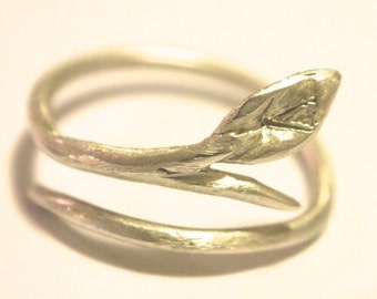 Small Leaf Ring