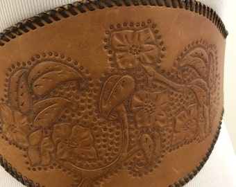 Vintage 1940s 1950s Tooled Leather Kidney Style Belt w/ Snaps