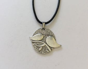 Lovebird necklace / lovebird jewellery / bird necklace / bird jewellery / animal necklace / animal jewellery animal lover gift