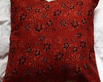 Série Panjab 4: Coussin, 40x40cm (16x16), coton rouge et coton indien imprimé traditionnellement, motifs fleurs, rouge, noir