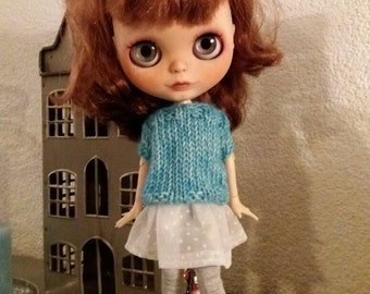 Sweet oversized sweater for Blythe