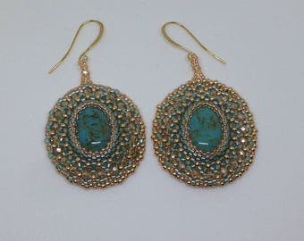 Earrings with cabochon resin